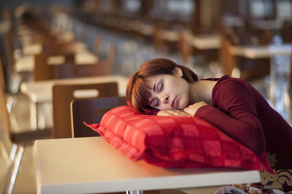 Schlafen und Leistungsfähigkeit : Wie viel Schlaf ist optimal?
